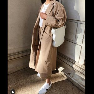 Aritzia Group Babaton Skylar Trench In tan XXS